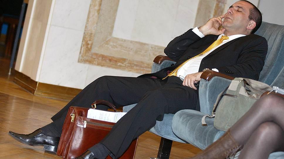 Президент Ассоциации российских банков Гарегин Тосунян во время совместного заседания комиссий Общественной палаты России на тему: «Инфляция, финансовая система и экономический рост», 2006 год