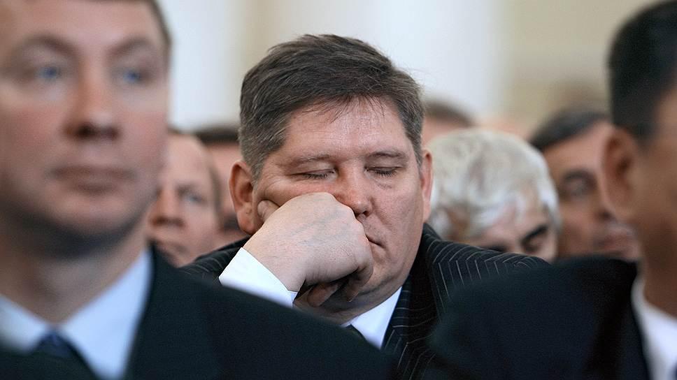 Участник Общероссийского собрания советов муниципальных образований субъектов России спит в Колонном зале Дома Союзов, 2007 год
