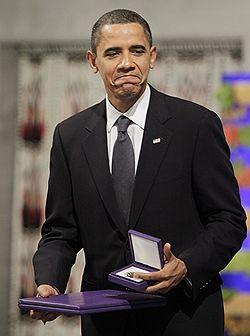 Бараку Обаме вручена Нобелевская премия мира