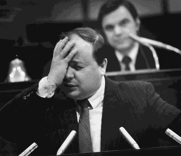 Известно, что Гайдар был шокирован решением Ельцина, согласившегося с его отставкой, и какое-то время связывал свою дальнейшую судьбу исключительно с Институтом экономики переходного периода, директором которого он стал в декабре 1992 года. В начале 1993 года Ельцин назначил Гайдара своим экономическим советником и членом президентского консультативного совета