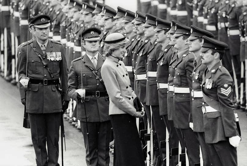 Первая официальная поездка принца Чарльза и его молодой супруги по стране запомнилась британцам прежде всего тем, что именно тогда Диана получила звание «Свобода города Кардиффа». В благодарность за оказанную ей честь она произнесла свою первую публичную речь, часть которой была на уэльском диалекте