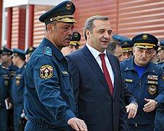 Владимир Пучков (в центре)