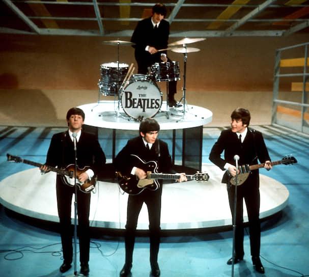 В ходе весенних и летних концертов 1963 года The Beatles поклонники и особенно поклонницы сопровождали их выступление оглушительным визгом и криками, бросались на сцену, рыдали и падали в обморок