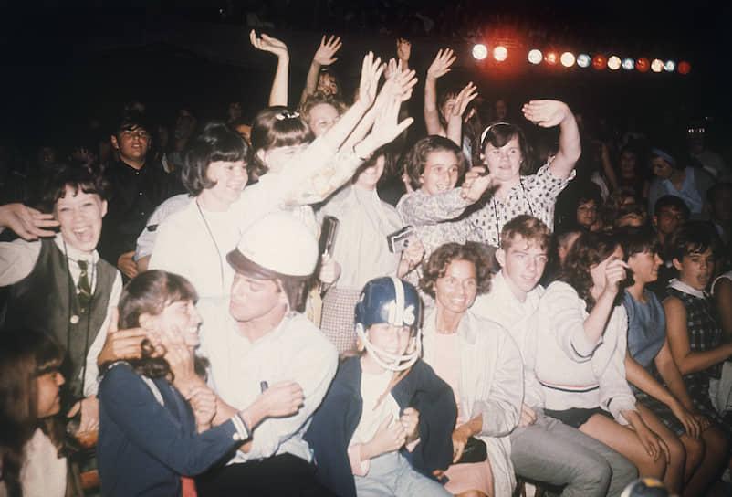 В 1964 году The Beatles выступили в США на телешоу Эда Салливана, которое посмотрели, по оценке экспертов, свыше 73 млн зрителей