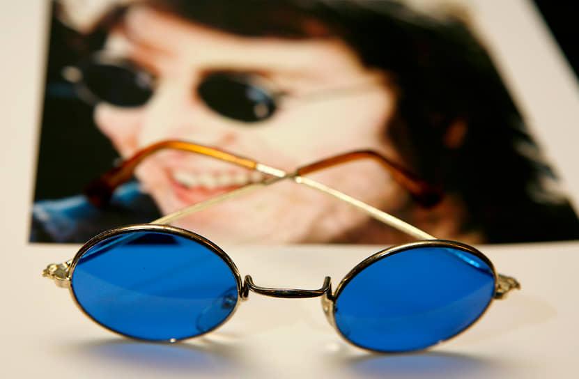 Очки Джона Леннона стали в определенном смысле культом для поклонников The Beatles и прочно вошли во многие модные коллекции на годы вперед
