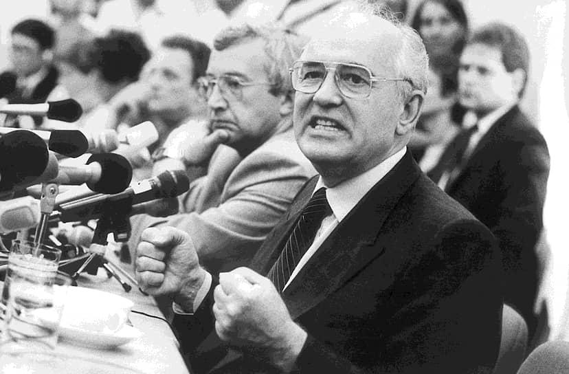 Сразу после своей отставки Михаил Горбачев основал Международный фонд социально-экономических и политологических исследований («Горбачев-фонд»), который занимается в том числе исследованием истории перестройки. В июне 1992 года Михаил Горбачев объявил о создании Международного Зеленого Креста — аналога Международного Красного Креста, но занимающегося вопросами экологии