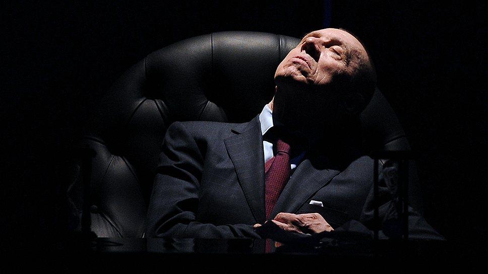 """Актер Валерий Золотухин в спектакле """"Король умирает""""."""