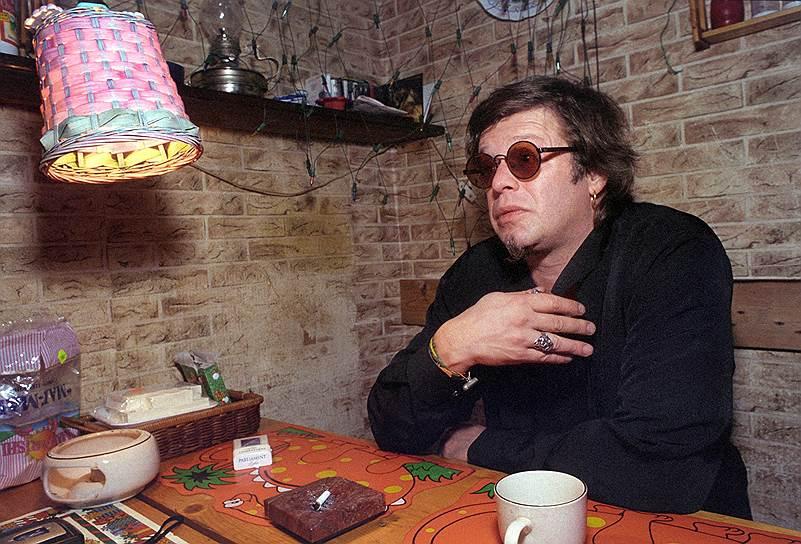 «Нормальные люди в России мучаются, потому что не знают, что им делать. Не знают, кто они такие, зачем они здесь. Они коротают время в ожидании какого-то подарка. Когда же им поступает этот подарок — не знают, что с ним делать. У каждого есть сотни примеров»<br>  В 1997 году Борис Гребенщиков записал в Нью-Йорке альбом «Лилит» вместе с музыкантами группы Боба Дилана The Band