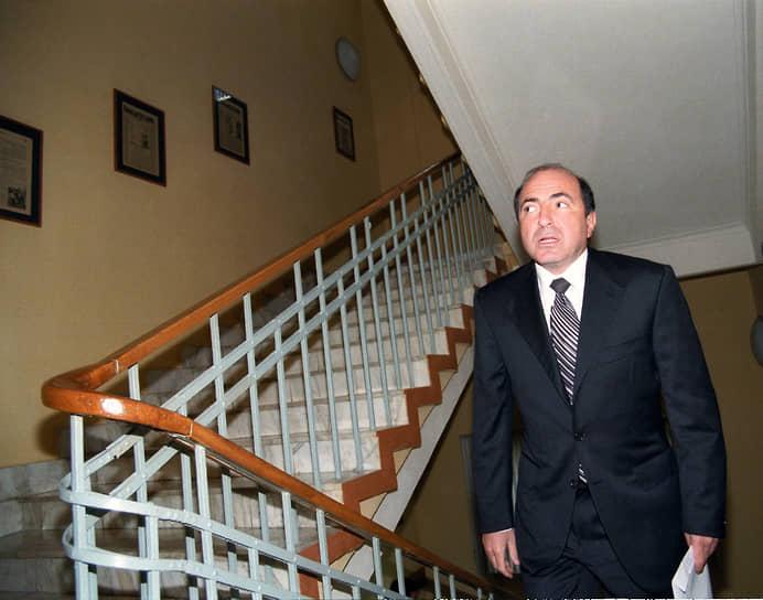Весной 1999 года бизнесмен получил контрольный пакет акций канала «ТВ-6» и приобрел ИД «КоммерсантЪ». Летом 2006 года он сменил руководство Издательского дома, а после продал его своему партнеру Бадри Патаркацишвили