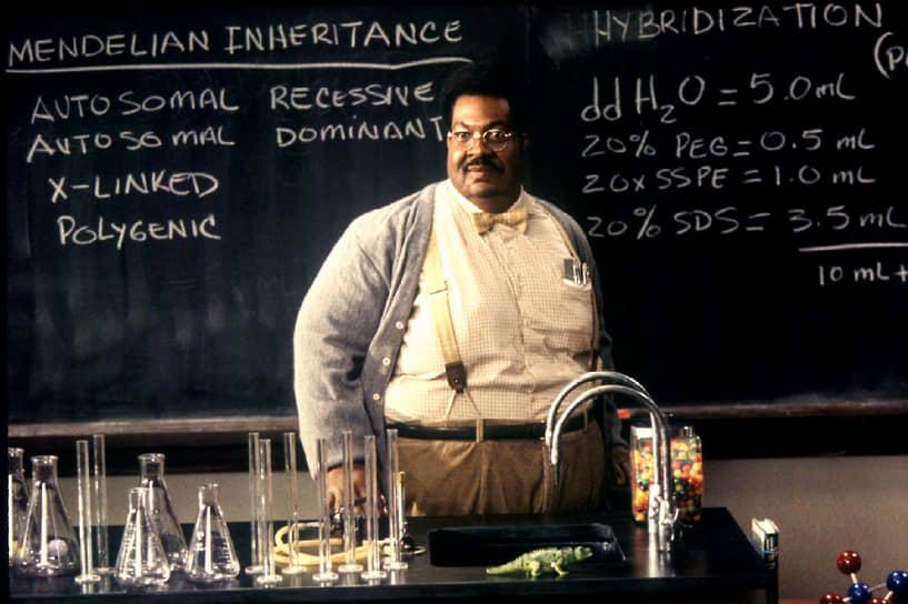 В 1996 году состоялась премьера фильма «Чокнутый профессор» (кадр на фото). Благодаря гриму и спецэффектам, Мерфи сыграл в этом фильме несколько ролей. Актерский триумф принес ему приз Национального общества кинокритиков США за лучшую роль года и номинацию на премию «Золотой глобус» (1997)