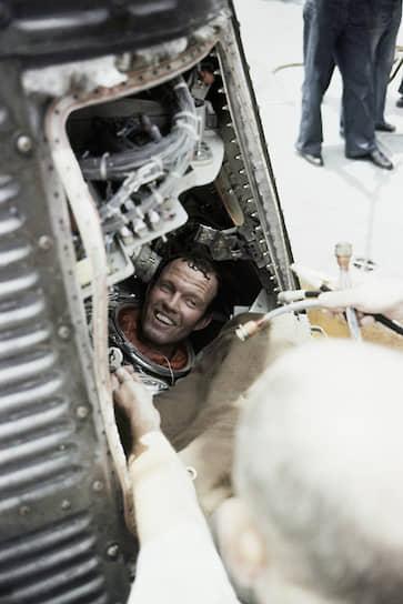 15 мая 1963 года американский астронавт Лерой Купер провел в космосе 1 сутки 10 часов 19 минут и 49 секунд. Он стал первым американским астронавтом, который пробыл в космосе более суток и спал на орбите