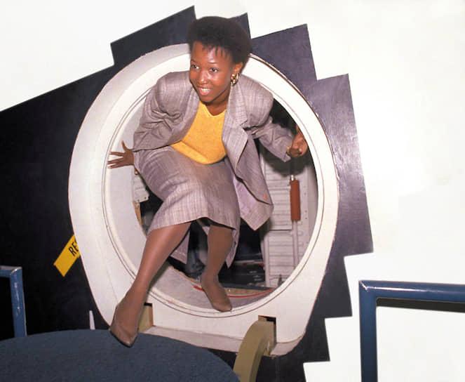 Первая афроамериканская женщина-астронавт Мэй Джемисон полетела в космос в сентябре 1992 года
