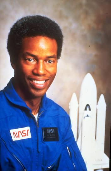 Гайон Блуфорд, первый афроамериканец-астронавт, совершил полет на «Челленджере» STS-8 в 1983 году