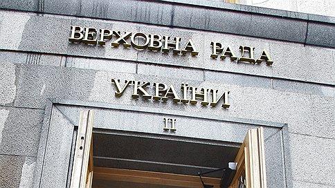 Рада раскололась надвое  / Украинский парламент заседает в разных зданиях