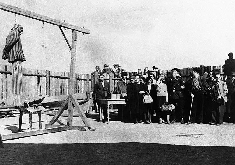 Публичная казнь в Бухенвальде. Обыкновенных немцев из ближайшего города Веймара заставляли присутствовать на казни, многим становилось плохо от увиденных зверств