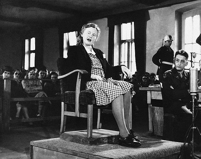 Ильза Кох, жена коменданта концлагерей Бухенвальд и Майданек, была известна под псевдонимом «Фрау Абажур». Заключенные прозвали ее «Бухенвальдская ведьма» за жестокие издевательства и пристрастие к изготовлению сувениров из человеческой кожи. В 1943 году супруги Кох были арестованы СС по делу об убийстве врача. В 1945 году Карл Кох был казнен, а Ильзу оправдали. Вскоре она была арестована американскими войсками и приговорена к пожизненному заключению. Спустя несколько лет ее освободили, однако под давлением общественности в 1951 году ее вновь приговорили к пожизненному сроку. 1 сентября 1967 года Кох повесилась в камере баварской тюрьмы Айбах