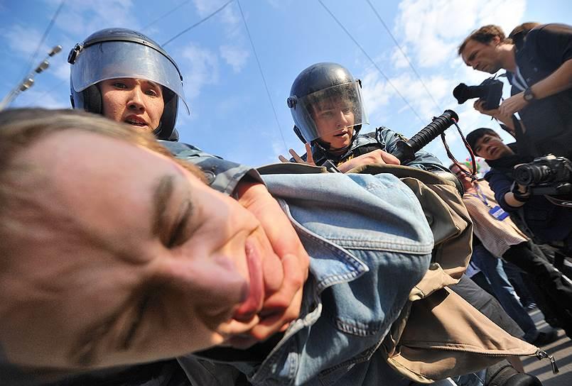 6 мая 2012 года «Марш миллионов» завершился столкновениями сторонников оппозиции и ОМОНа на Болотной площади. Массовые задержания участников протестной акции стали началом одного из самых резонансных уголовных дел современной России