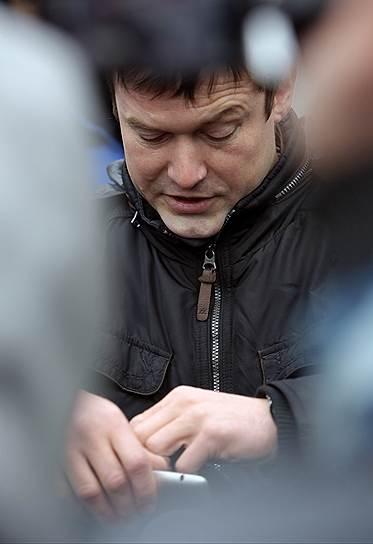 Леонид Развозжаев (родился в 1973 году), активист «Левого фронта», работал помощником депутата Госдумы Ильи Пономарева. Обвинялся в подготовке массовых беспорядков. 19 октября 2012 года задержан в Киеве. 24 июля 2014 года был приговорен к 4,5 года колонии общего режима, 7 апреля 2017 года вышел на свободу