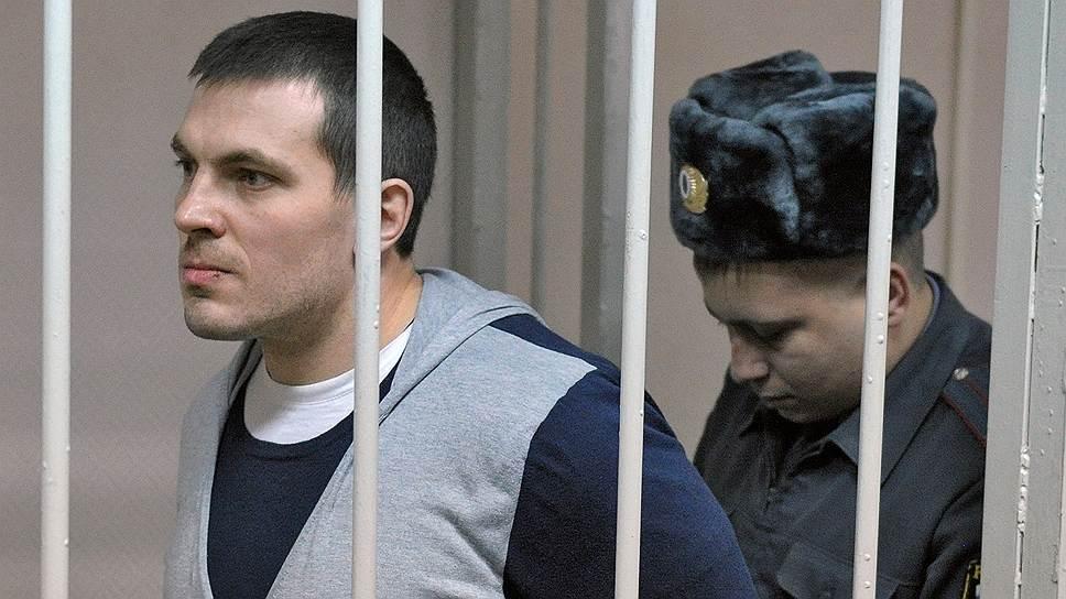 Максим Лузянин (родился в 1976 году). Задержан 28 мая 2012 года. По версии следствия, нанес ущерб асфальтовому покрытию, душил сотрудника МВД, другому «испортил зубную эмаль». Признал вину. 9 ноября 2012 года был осужден на 4,5 года тюрьмы. Весной 2015 года освобожден условно-досрочно