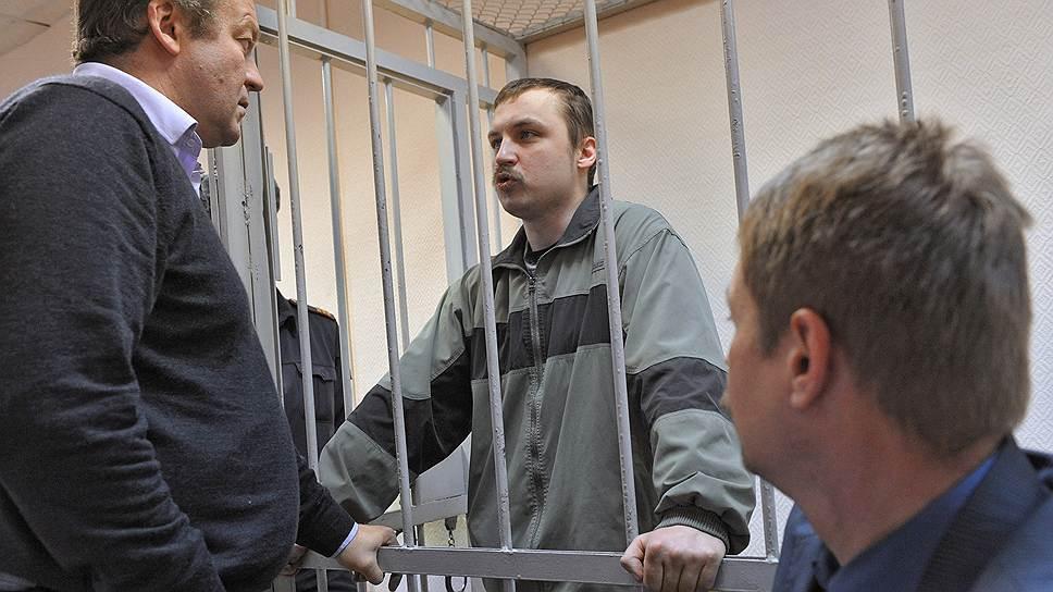 Михаил Косенко (родился в 1975 году), инвалид. Задержан 8 июня 2012 года. По версии следствия, прорывал оцепление, ударил упавшего сотрудника полиции. 8 октября 2013 года признан судом невменяемым и направлен на принудительное лечение. 12 июля 2014 года суд перевел Косенко со стационарного на амбулаторное лечение