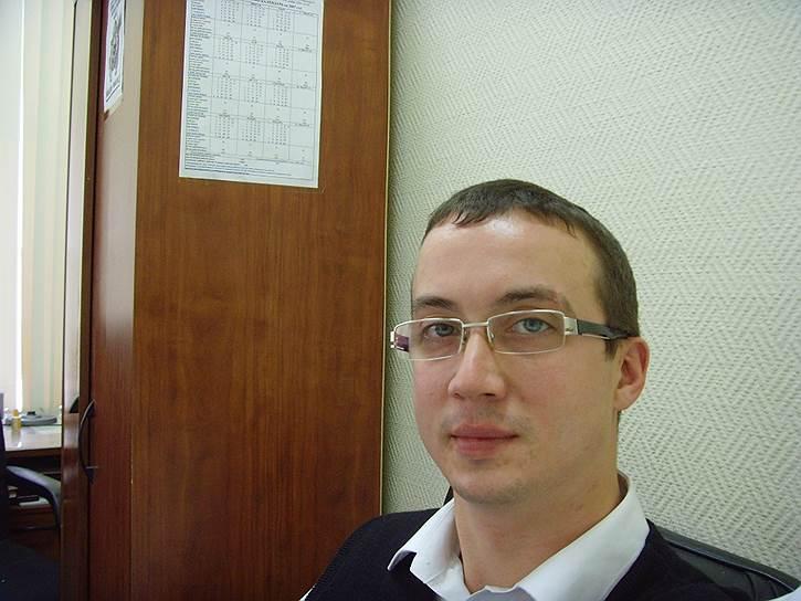 В июне 2012 года в квартире активиста «Другой России» Александра Долматова прошли обыски по «болотному делу». После этого он уехал в Нидерланды с просьбой предоставить ему политическое убежище, однако получил отказ. 17 января 2013 года Александр Долматов покончил с собой в депортационной тюрьме в Роттердаме