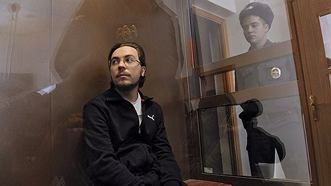 Суд арестовал три автомобиля задавившего рабочих священника