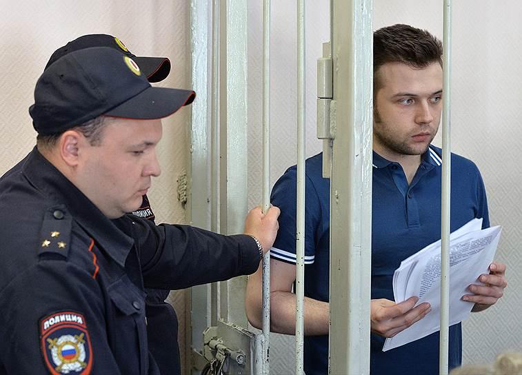 Илья Гущин (родился в 1988 году). Задержан 6 февраля 2013 года. По данным следствия, пытался повалить сотрудника полиции, препятствовал задержанию другого участника беспорядков. 18 августа 2014 года был осужден на 2,5 года лишения свободы. 5 августа 2015 года освобожден из колонии