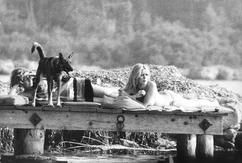 За свою карьеру в кино Брижит Бардо снялась в более чем 50 фильмах. Среди ее партнеров в кино — Ален Делон («Знаменитые любовные истории», «Три шага в бреду»), Жан Габен («В случае несчастья»), Шон Коннери («Шалако»), Жан Марэ («Будущие звезды», «Любовь в Версале»), Клаудия Кардинале («Нефтедобытчицы»), Анни Жирардо («Послушницы»), Марчелло Мастроянни («Частная жизнь»)