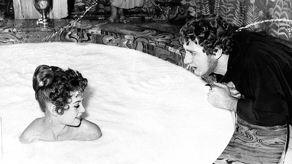 В 1960-е годы Брижит Бардо продолжала играть женщин-вамп. В 1963 году актриса могла стать главной (и единственной) героиней фильма начинающего режиссера Энди Уорхола в его «анти-фильме» «Спи» продолжительностью 321 минуту. Но роль была отдана любовнику режиссера Джону Джорно