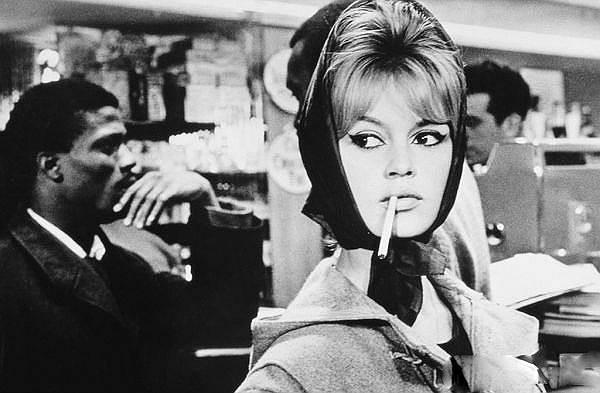 В 1950-х—1960-х годах Брижит Бардо была для Европы таким же секс-символом, как Мэрилин Монро — для США <br>На фото: кадр из фильма «Истина»