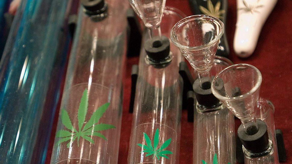 Первый раз курят марихуану конопля вне закона