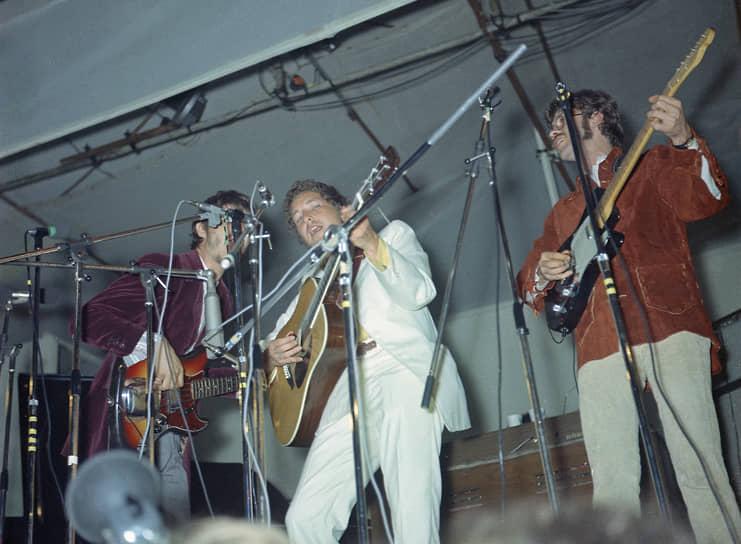 С 1964 по 1966 годы более сотни различных артистов перепели новые песни Боба Дилана