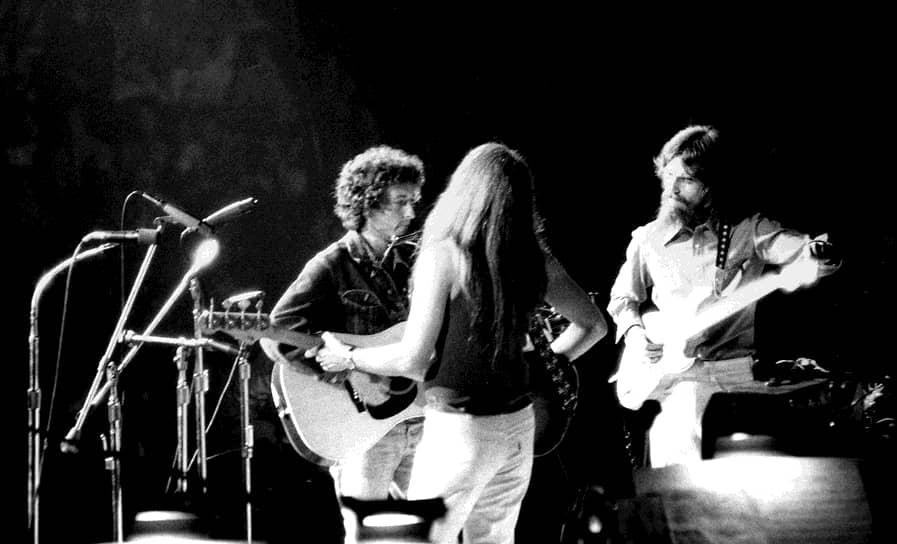 Прослушивание кавер-версий своих песен побудило Боба Дилана собрать команду рок-музыкантов и перейти от акустической фолк-музыки к фолк-року. В 1965 году вышел первый альбом так называемой «великой рок-трилогии Боба Дилана» — «Bringing It All Back Home». Далее последовали «Highway 61 Revisited» (1965) и «Blonde On Blonde» (1966)
