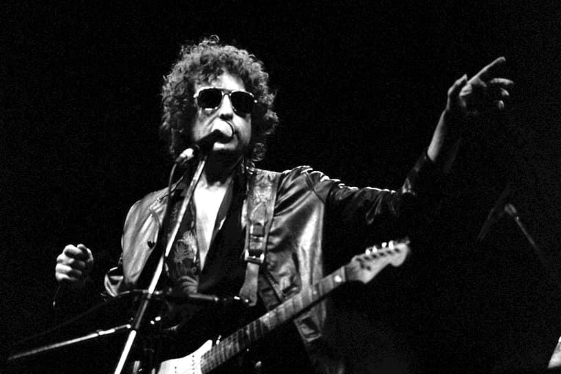 В начале 1970-х Дилан увлекается чтением Джона Китса и Артюра Рембо, что полностью меняет стиль его текстов. Впервые в истории музыки суть передается путем метафор, а слово просто следует за словом, будто «поток сознания»