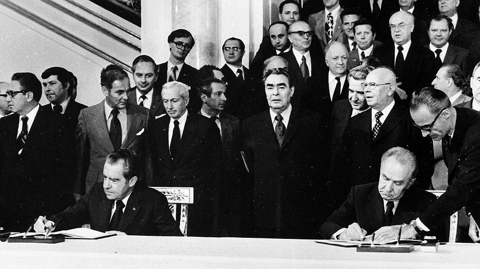 Во время визита Ричарда Никсона был подписан документ под названием «Основы взаимоотношений между СССР и США», установивший 12 принципов взаимоотношений двух государств. В числе прочих там значились принципы равенства и невмешательства во внутренние дела друг друга