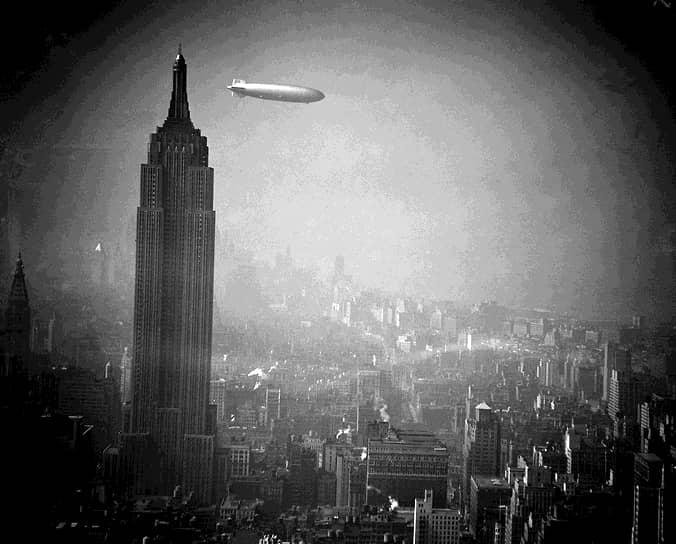 Сконструированный Цеппелином аппарат LZ 3, совершивший первый полет в 1906 году, закупался немецкой армией. Так, спустя более века, осуществилась идея Менье, который хотел использовать дирижабли для военных нужд <br>На фото: цеппелин LZ 129 «Гинденбург» в небе над Нью-Йорком