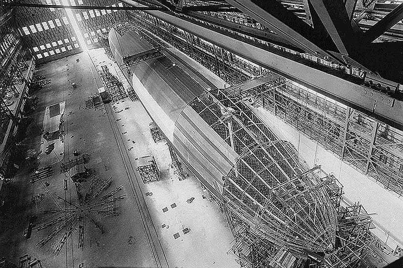 Немецкие дирижабли развивали скорость до 90 км/ч, легко преодолевали 4−5 тыс. км и могли обрушить на противника несколько тонн бомб. Это выгодно отличало их от легких самолетов, которые редко несли больше пяти бомб. Известно, что 14 августа 1914 года один немецкий дирижабль разрушил более тысячи зданий в бельгийском Антверпене