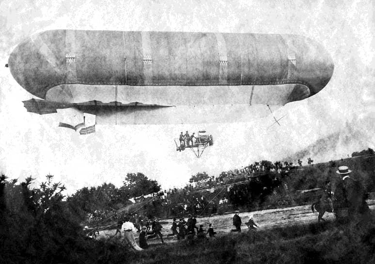 В 1793 году Жан-Батист Менье погиб, так и не реализовав проект. Прорыв произошел в 1852 году, когда француз Анри Жиффар совершил первый в истории полет на дирижабле. Аппарат работал на паровом двигателе, но впоследствии они не прижились. «Золотой век» дирижаблей начался позже, когда в воздухоплавание стали внедрять двигатели внутреннего сгорания