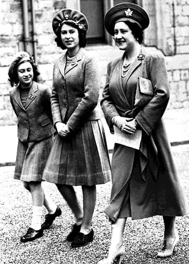 Будущая королева получила домашнее образование. Кроме базовых школьных предметов, ей преподавали конституционное право, экономику, искусство  <br>На фото слева направо: сестра Елизаветы принцесса Маргарет, принцесса Елизавета и ее мать