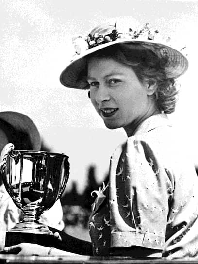 С ранних лет Елизавета занималась верховой ездой, ставшей ее хобби на многие годы. В 1944 году принцесса выиграла первый приз в престижном частном заезде