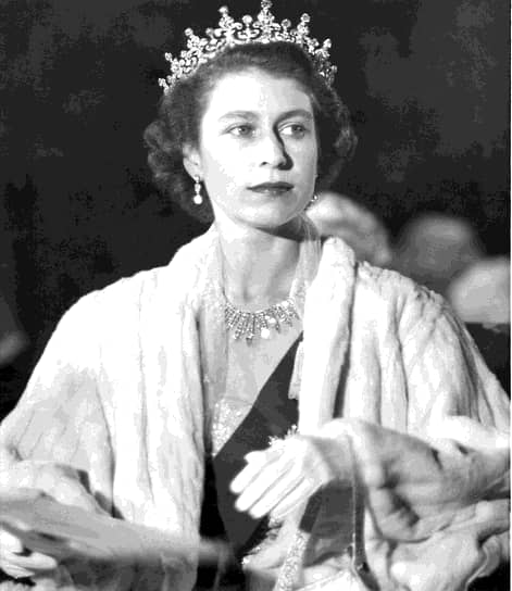 «Я искренне присягаю на службу вам, как многие из вас присягнули мне. На протяжении всей своей жизни и от всего сердца я буду стараться быть достойной вашего доверия»<br> В 1947 году во время турне по Южной Африке Елизавета в день своего 21-летия выступила по радио с обещанием посвятить жизнь службе Британии