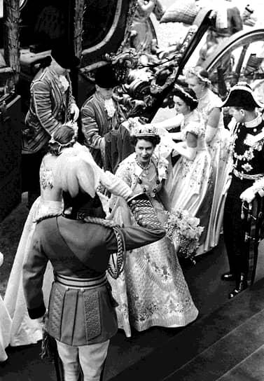 «Мир не является самым приятным из мест. В конце концов родители покинут вас и никто не станет вас защищать просто потому, что вы — это вы. Нужно учиться самим отстаивать свои принципы» <br>После смерти короля Георга VI в 1952 году его дочь Елизавета II взошла на престол. Она стала первым монархом, чью коронацию, проходящую в Вестминстере, показывали по телевидению