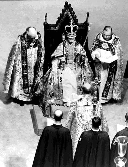 Считается, что трансляция коронации Елизаветы II способствовала росту популярности телевещания. По некоторым оценкам, церемония обошлась более чем в 1,5 млн фунтов стерлингов (сейчас — более 40 млн фунтов)