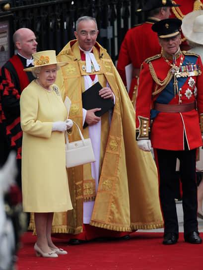 Елизавета II празднует день рождения дважды в год: 21 апреля она отмечает праздник в кругу семьи и друзей, а в третью субботу июня вся Великобритания празднует официальный день рождения монарха