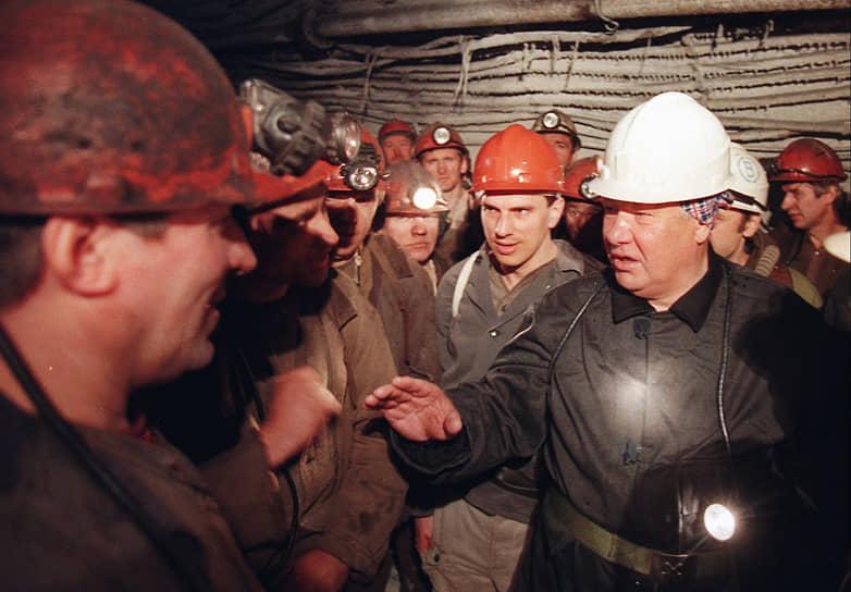 В ходе предвыборной кампании Борис Ельцин ездил по стране и посещал заводы, фабрики, встречался с избирателями. В мае 1996 года он встретился с шахтерами, помня о том, какую поддержку они оказали ему в 1989 году. Тогда во время забастовок Борис Ельцин был единственным, с кем готовы были вести переговоры шахтеры