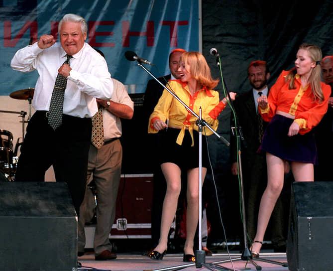 В период между первым и вторым турами голосования Борис Ельцин лично ездил на все агитационные выступления, на которых танцевал и пел. Были записаны два музыкальных альбома: «Ельцин — наш президент» и «Голосуй или проиграешь». Песни исполнили  Александр Малинин, Татьяна Овсиенко, Николай Расторгуев. Настоящим хитом стала композиция  «Борис, борись!»