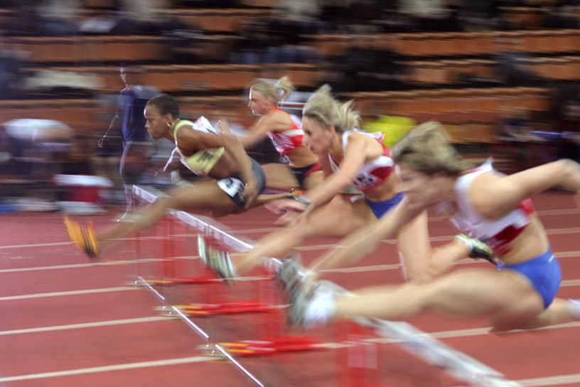 В легкой атлетике купальники также являются официальной формой для выступлений