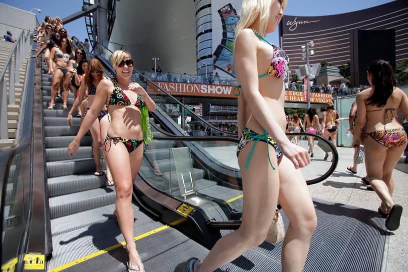 В середине 1980-х годов страх получить рак кожи заставлял многих женщин прятаться от солнечных лучей, и на пляжи на некоторое время вернулись закрытые купальники. Но бикини никогда не выходило из моды