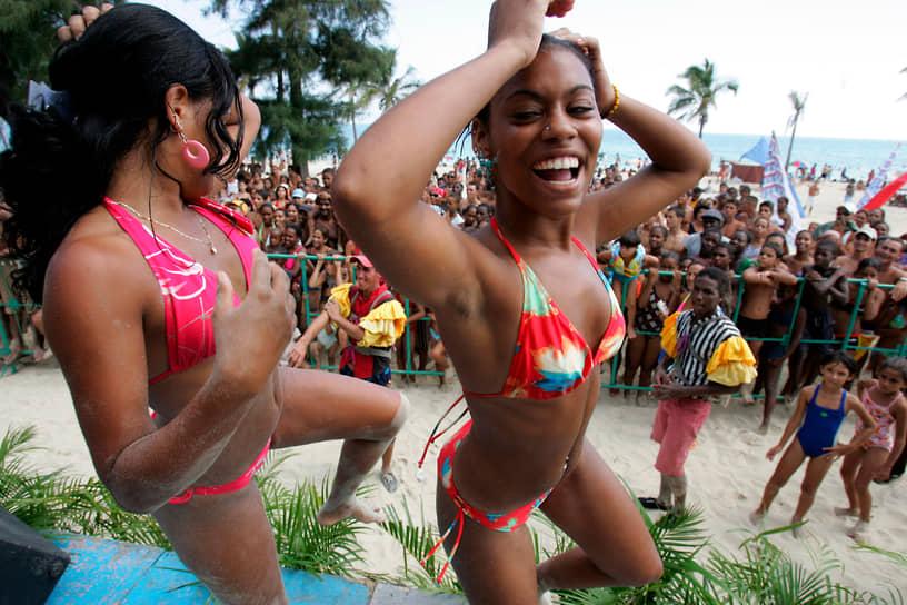 Купальники-бикини пользуются большой популярностью даже на социалистической Кубе