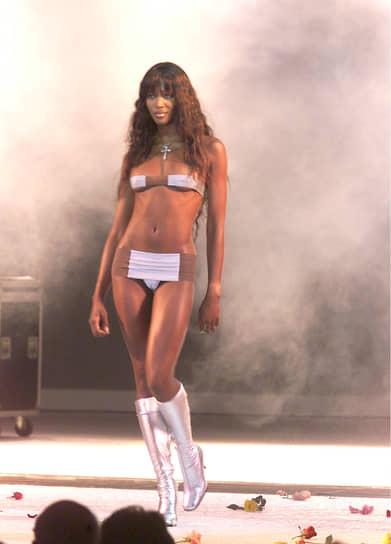 За более чем полвека существования модели бикини становились все более смелыми <br>На фото: топ-модель Наоми Кэмпбелл
